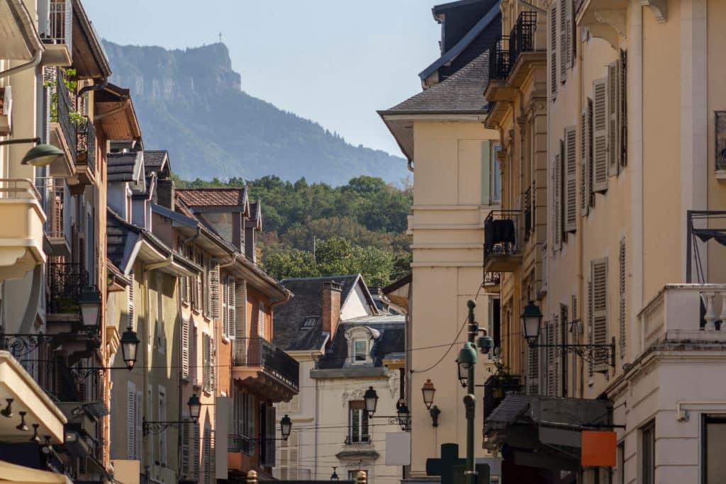 vue du quartier historique d'Aix les Bains en Rhône-Alpes.