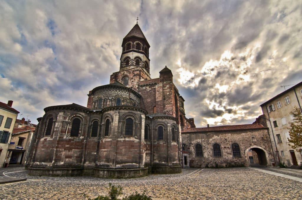 Vue sur la basilique de Brioude.