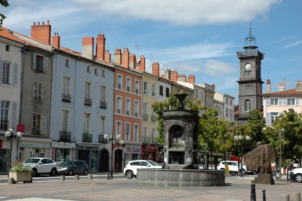 Vue sur le centre ville d'Issoire dans le Puy de Dôme.