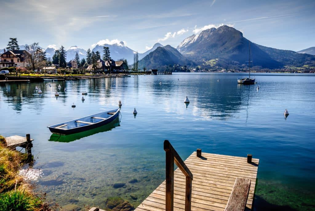 Rive Est du Lac d'Annecy en Rhône Alpes.