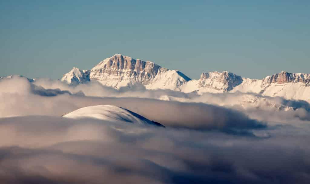 Vue des Alpes du nord au dessus des nuages.