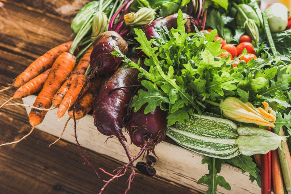cagette de légumes, carottes, courgettes, bettraves.