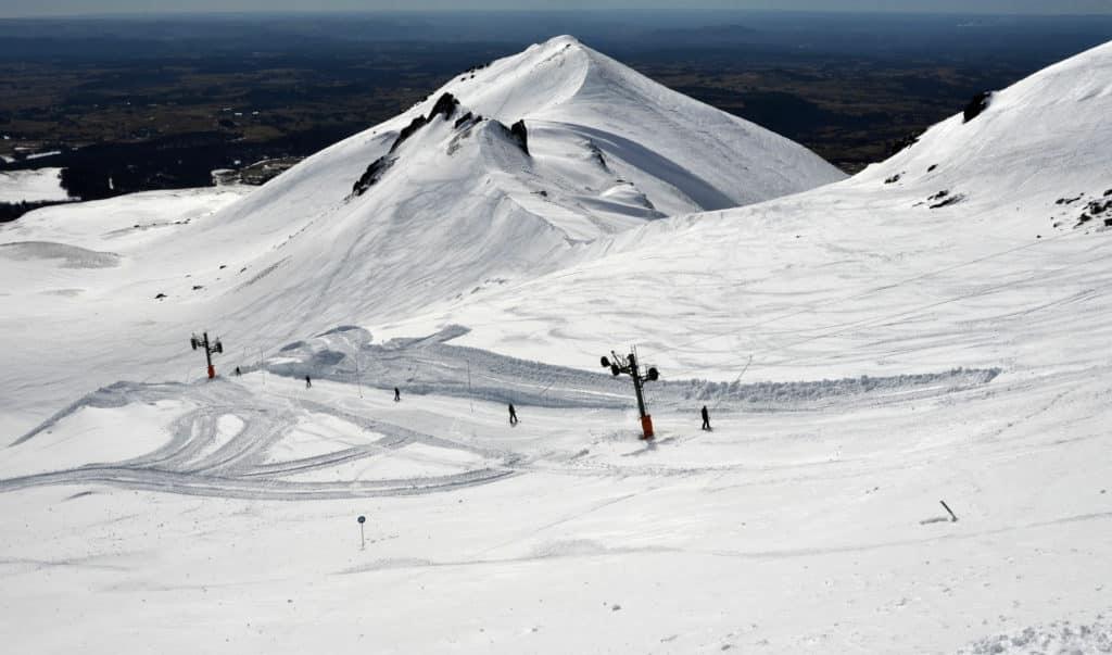 paysage de neige de la station de ski de Super Besse en Auvergne