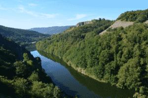 Vue sur une partie des gorges de l'Allier en Auvergne.