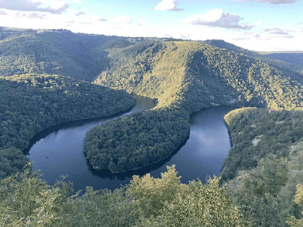 Vue sur le méandre de Queuille en Auvergne.