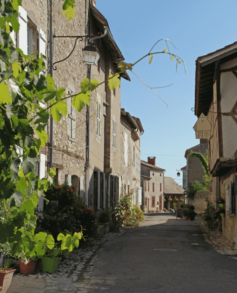 Charroux, le plus beau village de France dans l'Allier