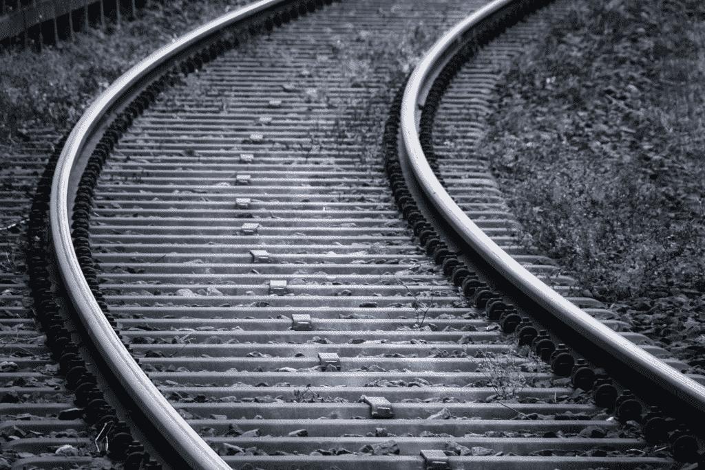 Photo d'une voie de chemin de fer en régions Rhône Alpes Auvergne.