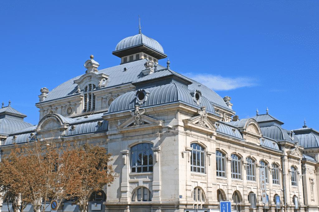 Vue sur le théâtre de Bourg-en-Bresse.