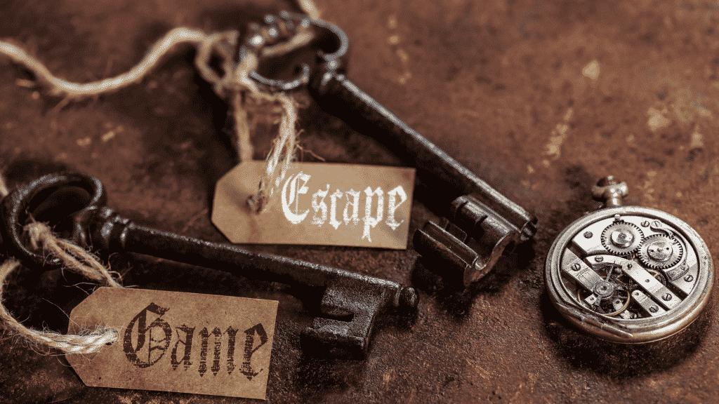 Vue sur une image avec des clés, une montre pour symboliser l'escape game.