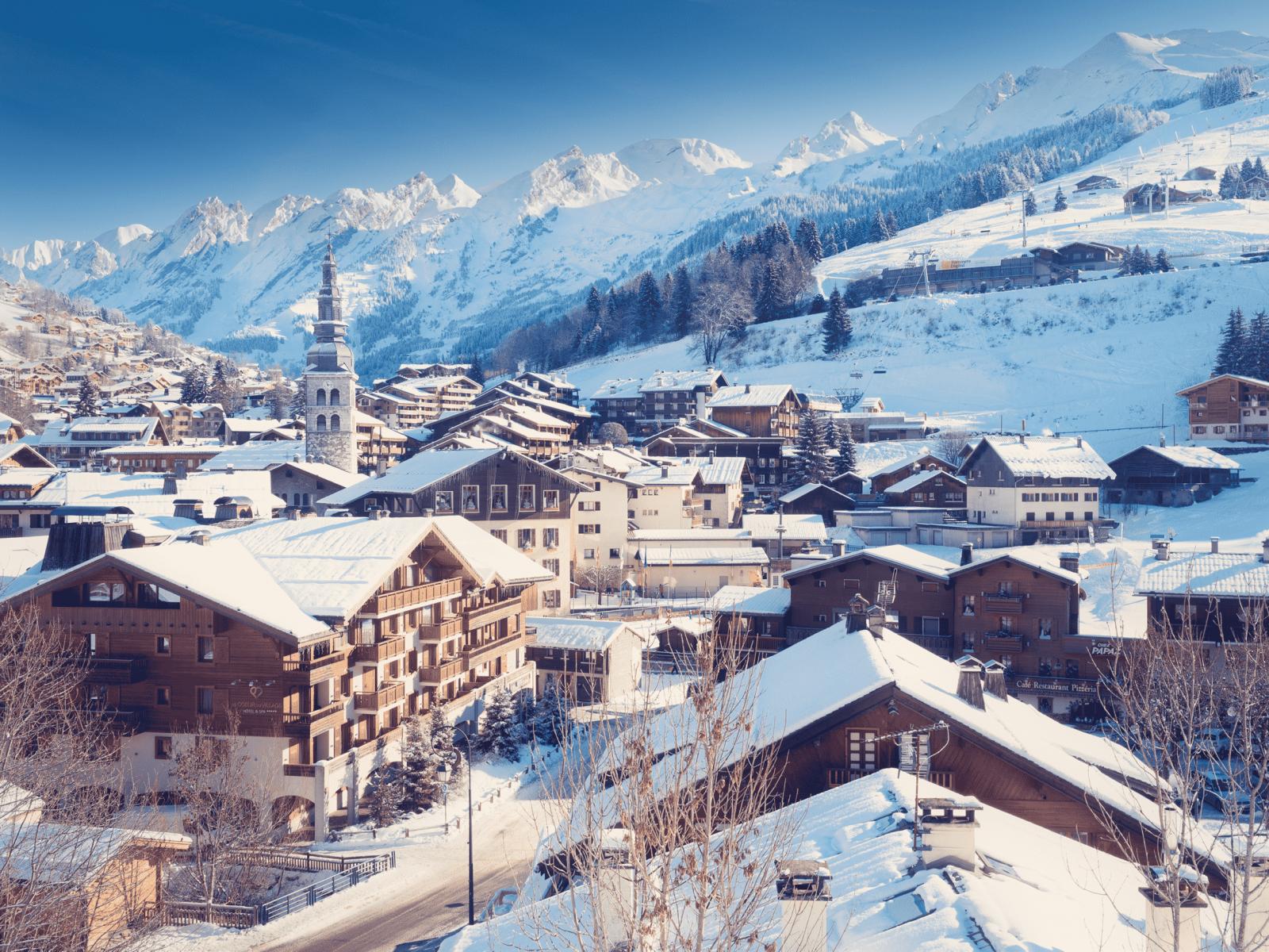 Vue sur le village dela Clusaz en Haute Savoie.